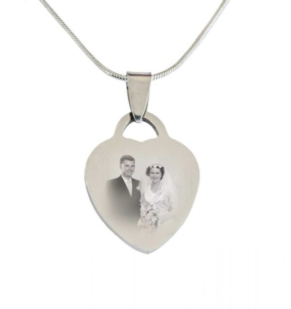 heart pendant including photo engraving